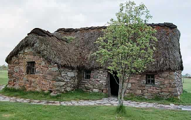 old leanach cottage culloden.jpg